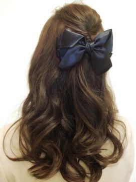 高い位置に作るツイストハーフアップヘア♡すくう髪は少量でトップにはボリュームを。お嬢様感アップの髪型でヘアカットいらずのアレンジ術♡