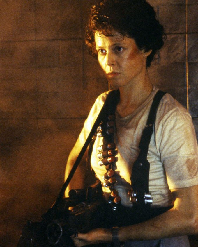 Aliens Sigourney Weaver with Large Gun in Vest Photo or Poster | eBay