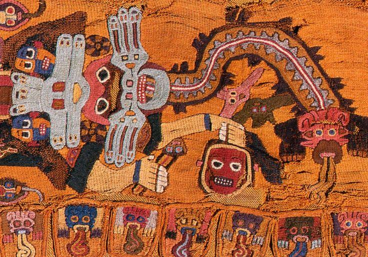 Manta Paracas, cultura Paracas, Peru. Os têxteis eram considerados um símbolo de status e riqueza. As múmias de líderes foram envoltas em camadas das melhores tapeçarias junto com joias, armas e objetos religiosos.