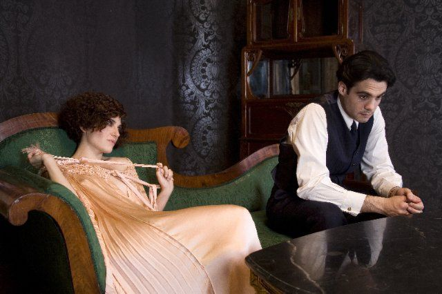 Still of Marina Gatell and Javier Beltrán in Little Ashes (2008)