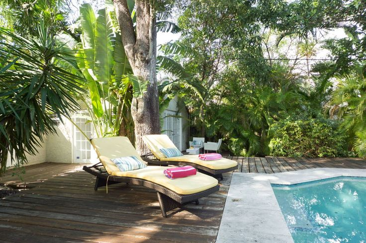 Overig in Miami, Verenigde Staten. Newly renovated modern private guest house in MiMO District. Steps from Miami's trendiest restaurants, cafes, shops, events, galleries, bars etc. Close to the beach, Wynwood Art, Midtown/Design District, Brickell and downtown. 10 mins to the airpo...