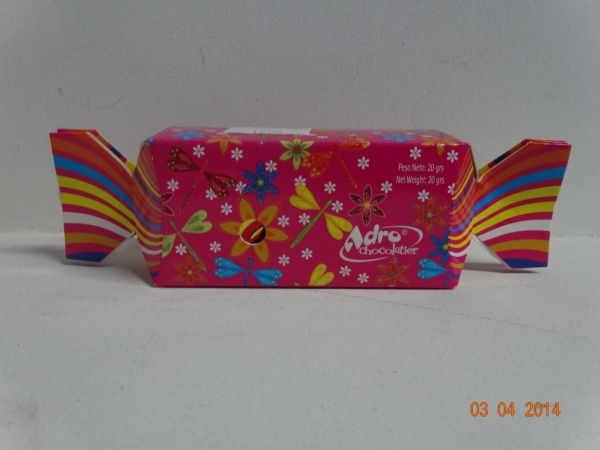 Caja de chocolates en forma de banana con mensajes surtidos. #ChocolatesDeAmorCali #EstuchesDeChocolatesPereira