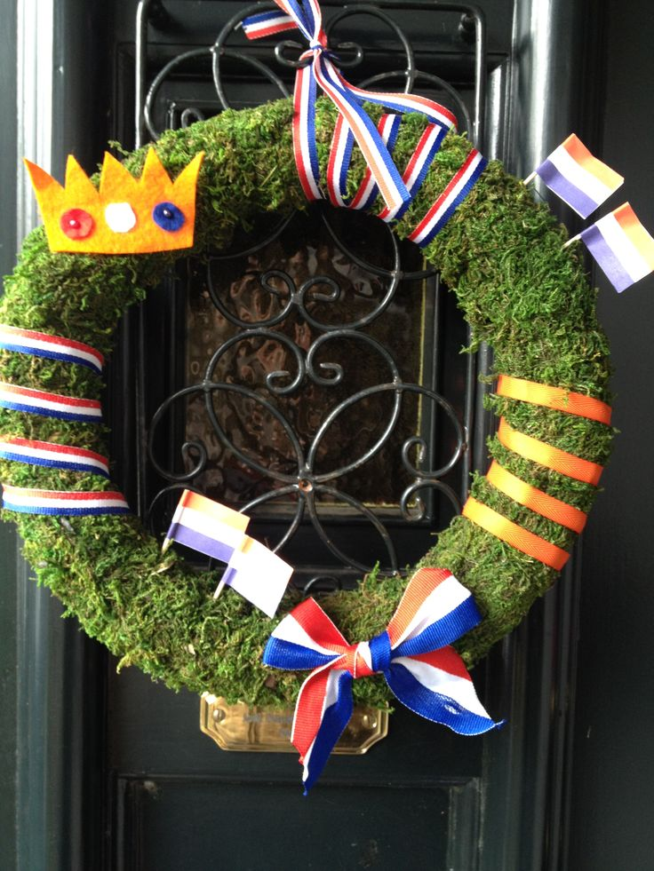 Dutch Queensday wreath  Koninginnedag krans voor aan de deur