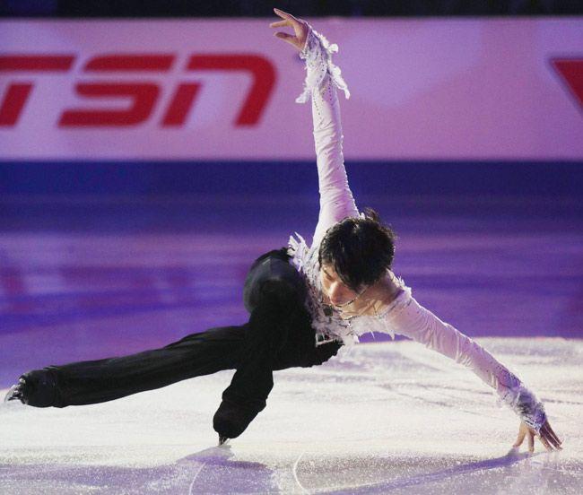 スケートカナダのエキシビションで演技する羽生結弦=カナダ・ミシサガ