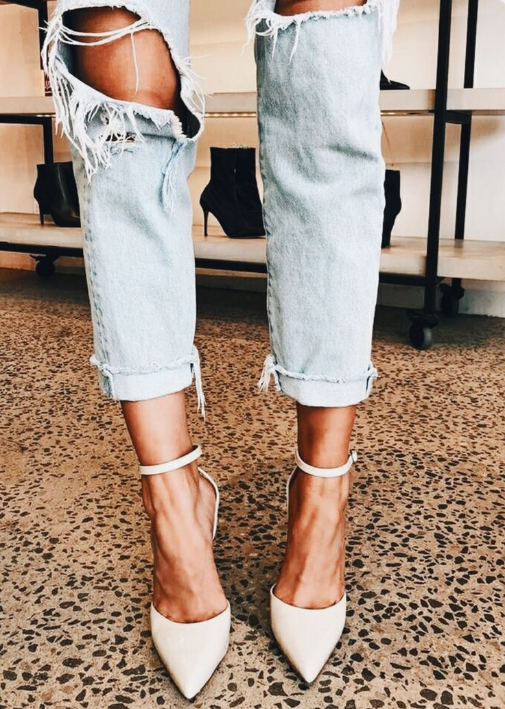 Pointed toe + ankle strap.