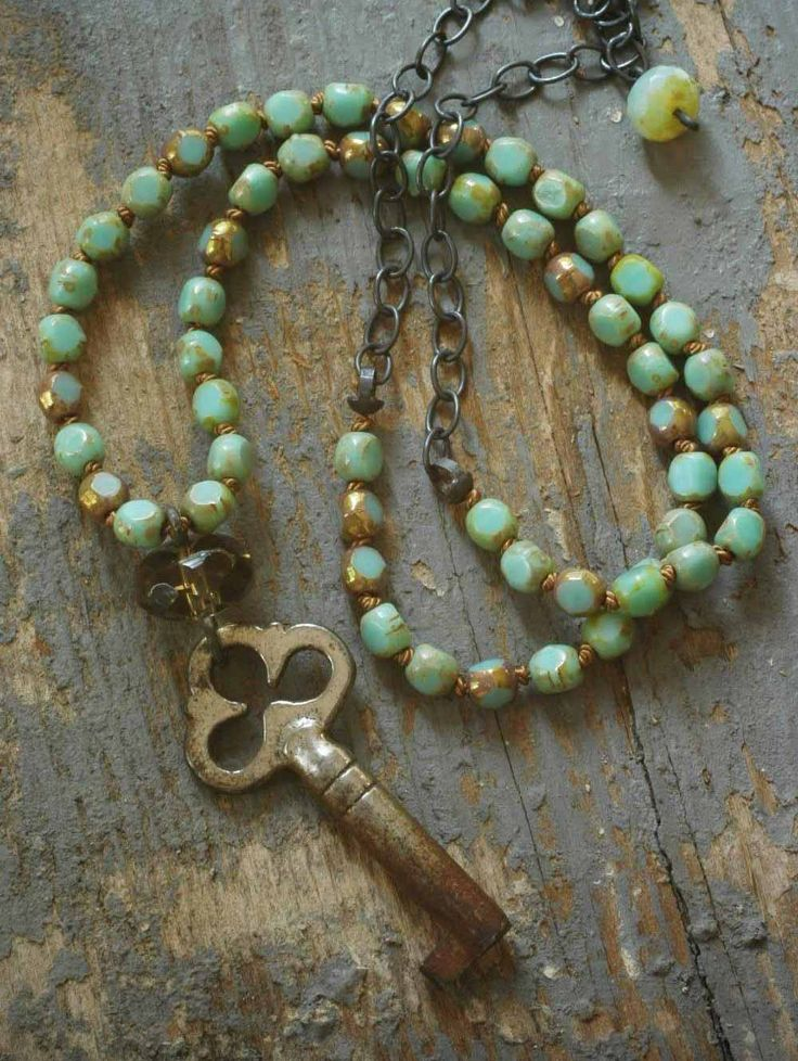 Mint green knotted clover key beaded necklace #bohemiam #jewelry #czech_glass