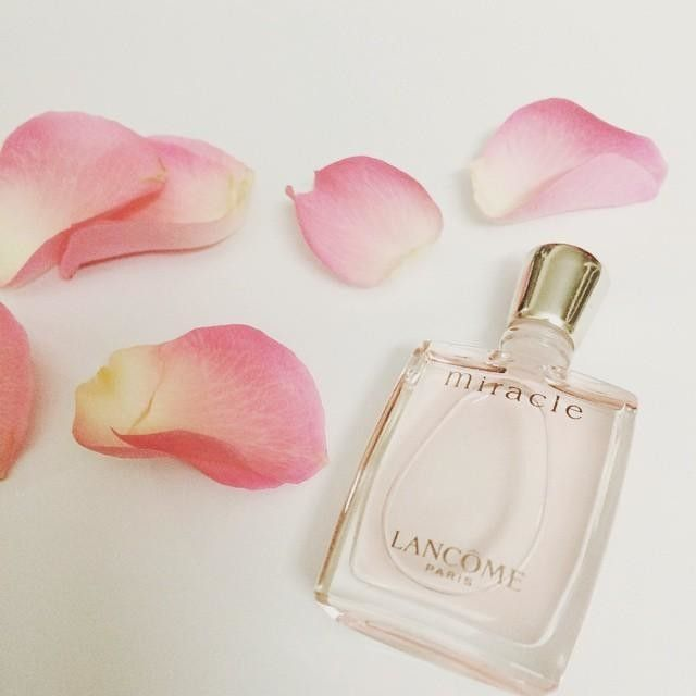We're taking a lesson from @thuyduong_tran and breaking out our favorite scents today. Her Lancome Miracle perfume is a great choice!