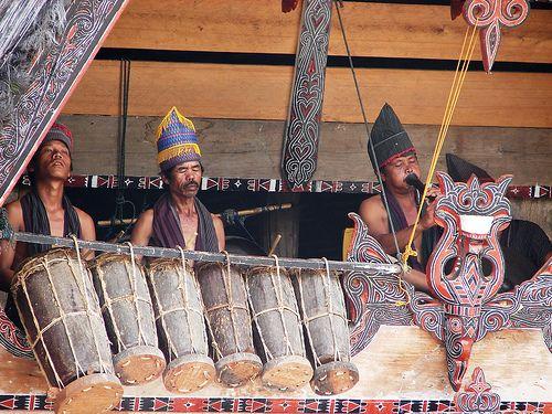 Musicians on Samosir, Indonesia Musicians at the traditional Batak village Huta Bolon Simanindo, Pulau Samosir, Lake Toba, Indonesia