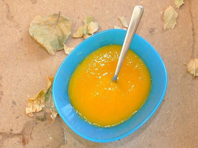 Il brodo vegetale neonati Bimby è una parte fondamentale della prima alimentazione del bambino, la base per la preparazione di tutti i pasti.