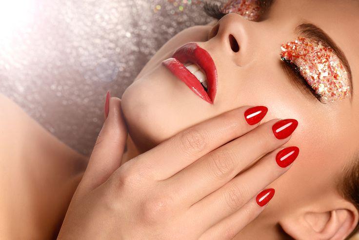Gorąca czerwień pasuje na każdą okazję.. #semilac #akademiasemilac #nails #rednails