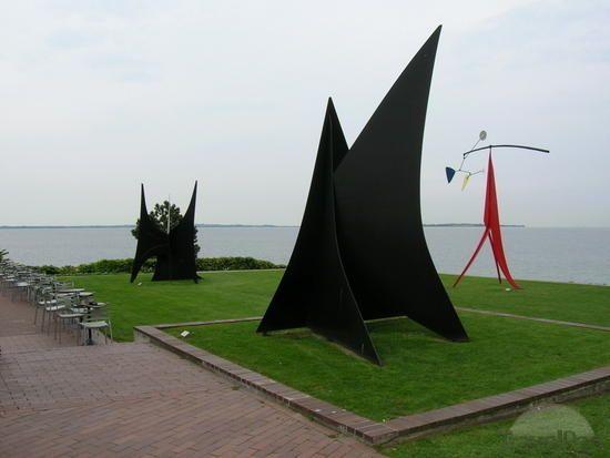 http://images.travelpod.com/tw_slides/ta01/60b/d7e/copenhagen-louisiana-museum-calder-sculptures-copenhagen.jpg
