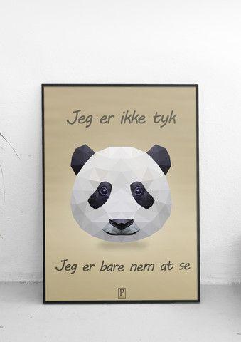 Panda plakat med teksten: Jeg er ikke tyk, jeg er bare nem at se. Postery.dk