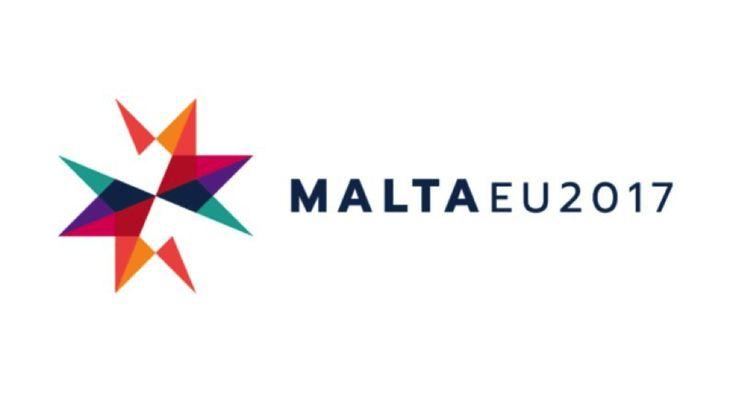 La présidence du Conseil de l'Union Européenne alterne entre les pays membres tous les 6 mois. C'est Malte qui endosse cette responsabilité du 1 janvier 2017 au 30 juin 2017. Le logo créé pour l'occasion révèle une volonté de marquer sa présidence, de mettre en valeur le pays mais