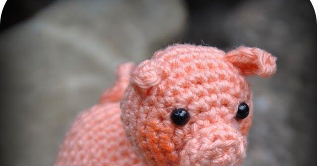 Haakpatroon varkentje   Haaknaald nr.3 Roze haakkatoen 4mm oogjes en wangenrood of rouge voor de wangen.   Lijf    Begin met een verstelb...