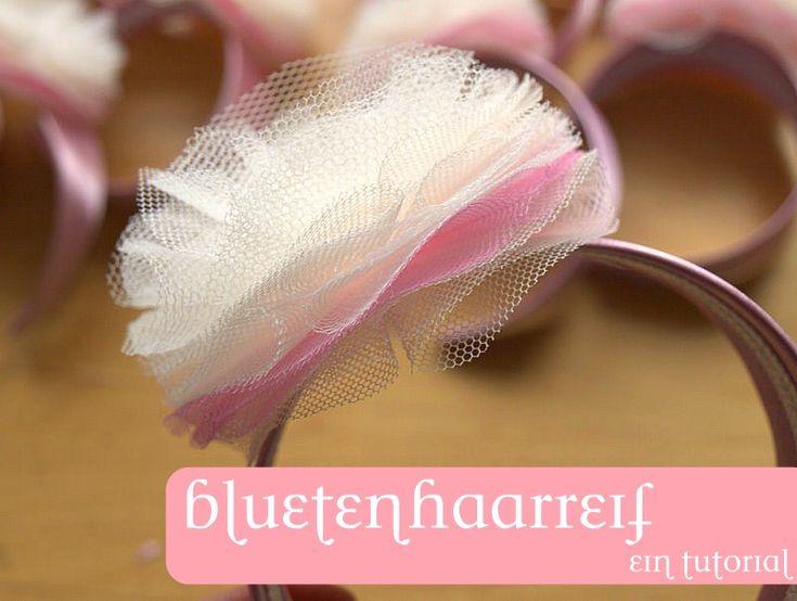 war das Thema, welches mich in der letzten Woche sehr beschäftigte - als Haarschmuckaccessoire für eine Ballettkostümierung gedacht. 12x creme/weiß/rosa und 1x rosa, creme, weiß und etwas auffällig...