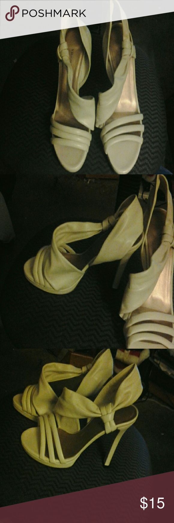 Ladies open toe high heel shoe Super cute. Off white these have 3 straps that go across top of foot. It has a wrap around back strao that is adjustable  by sliding through side loop.  It has an approx.  4  1/2 inch heel size 9w Vigotti Shoes Heels
