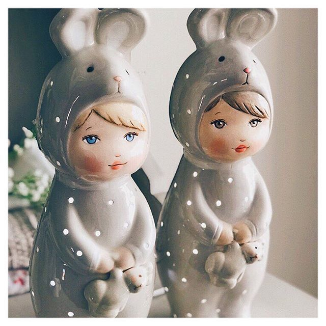 Bunny pajamas in taupe! Brown or blond hair... each more beautiful! Choose the one that most resembles your baby   Pijamas de conejito en color topo! Moreno o rubio... cada cual mas bonita!! Escoje el que más se parezca a tu bebé   visit our shop www.patricialarrosa.com  #babycrib #babynursery #babyroom #babyroomdesign #babyshower #babyshowergift #barnerom #barnerum #barnlampa #barnrum #cozy #deco #inspo #interiorstyling #kidsdecor #kidsinspo #kidspo #kidsroom #lamparasdenoche #maman…