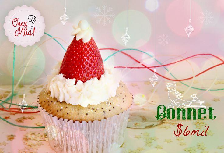 ... Encontramos este delicioso y provocativo gorrito de navidad... Seguro a algún duendecillo muy travieso se le ha perdido en tanto preparativo de noche buena... Ponte tu Bonnet aquí https://www.facebook.com/chezmua/app_137541772984354  #cupcake #navidad #calico