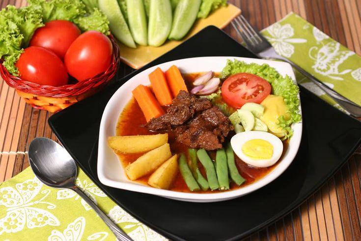 Resep masakan enak berikut adalah Selat Solo, orang sering juga menyebutnya dengan bistik Jawa. Selat Solo merupakan makanan legendaris yang masih digemari oleh masyarakat Solo. - yummy! I love this! (Devizhangpei)