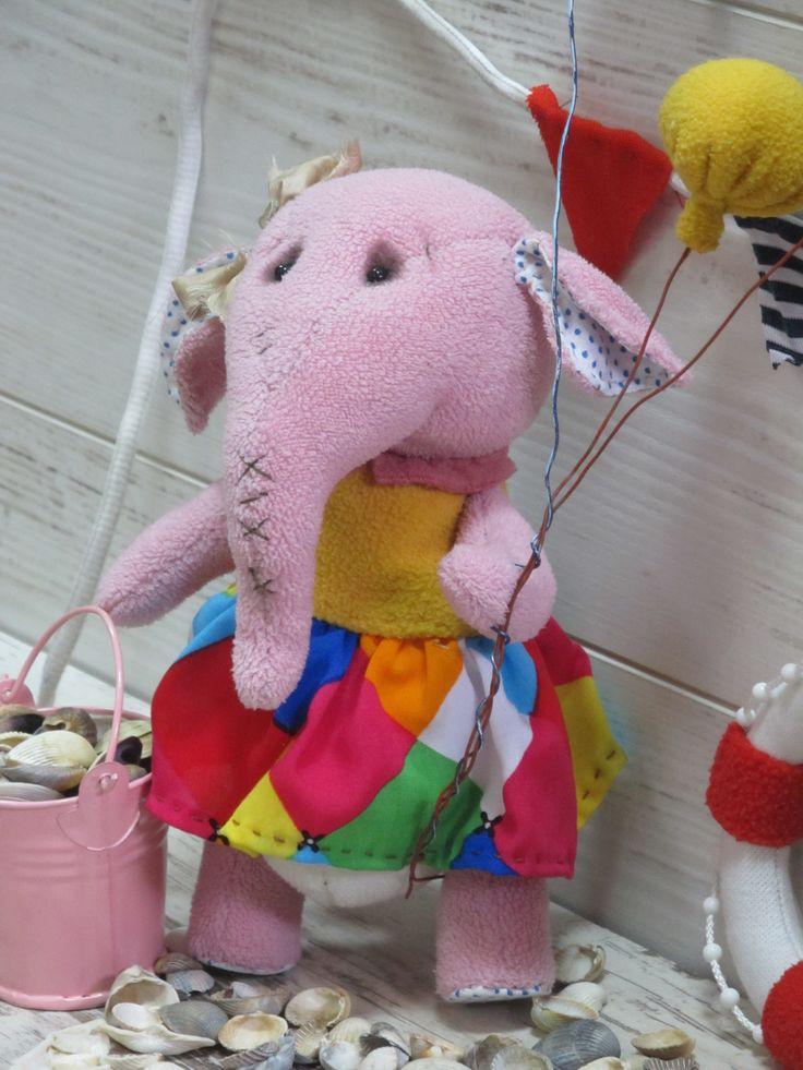 Ласковая Розовая Слоняшка ищет добрую хозяйку.