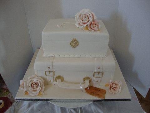 Bon voyage wedding cake