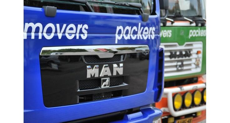 Nieuwe wagen voor Mondial Kattenberg Verhuizingen in Mondial Movers huisstijl