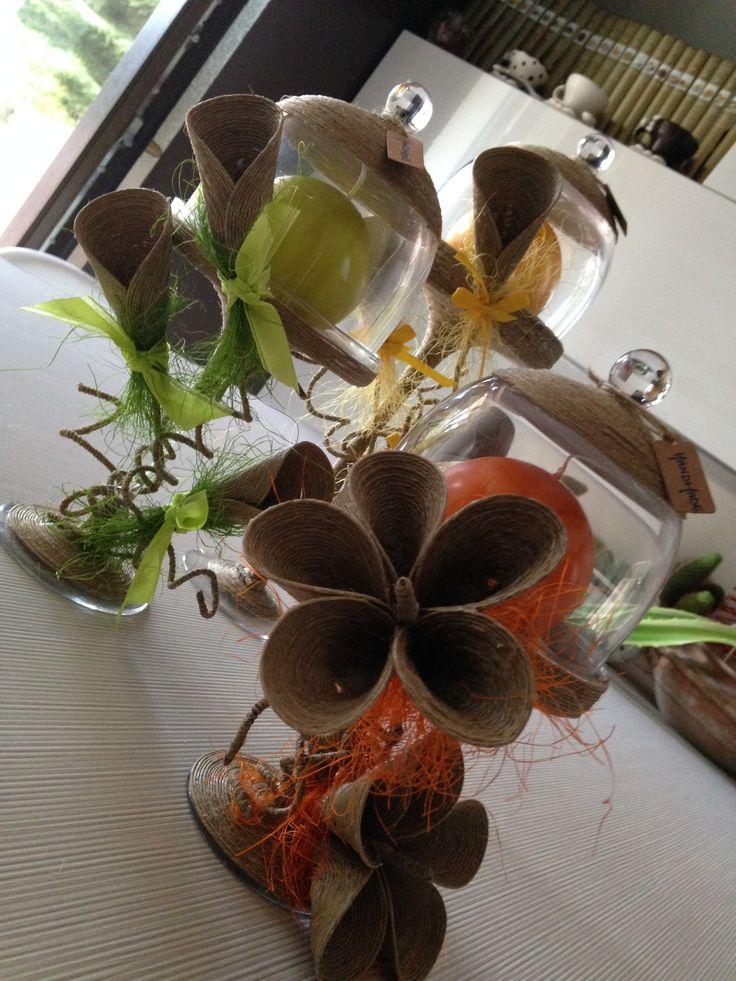 cloche in vetro decorate a mano con fiori di spago