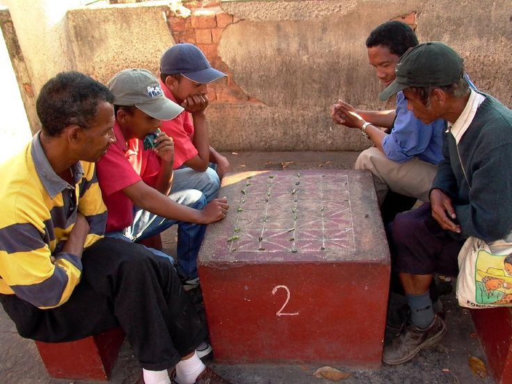 """Men playing """"Fanorona"""""""