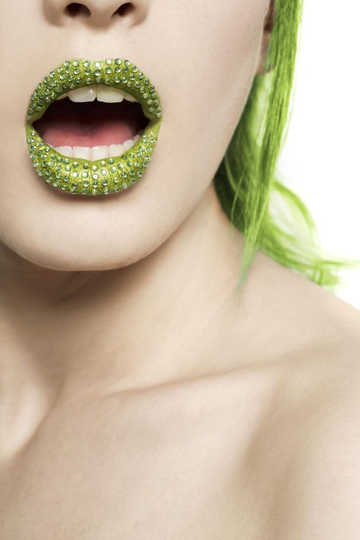 green lips and hair
