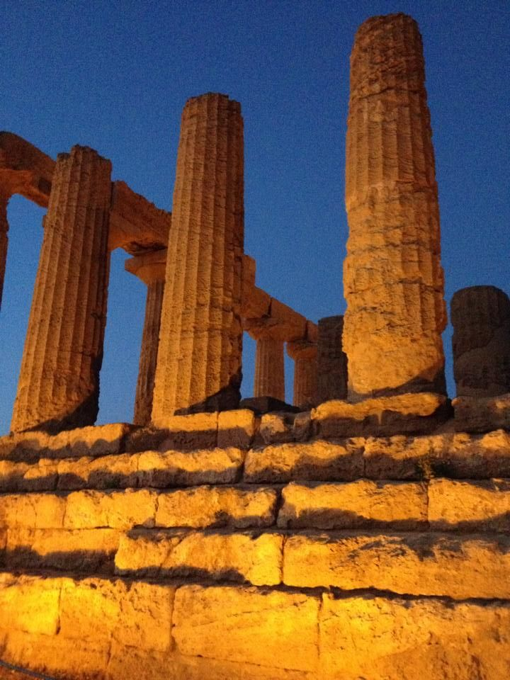 Summer 2014, the Valley of the Temples illuminated, the charm of an evening visit between the ancient Greek monuments