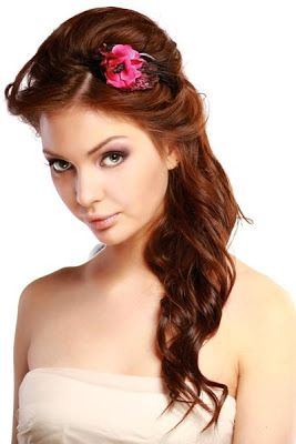 Wedding Hair Flowers - http://simpleweddingstuff.blogspot.com/2013/12/wedding-hair-flowers.html