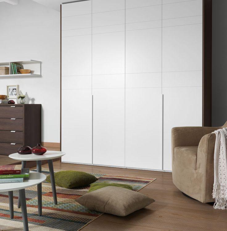 Descubre nuestros consejos sobre cómo elegir las puertas del armario en el dormitorio. Elegir el sistema de apertura y los materiales, desde lacados a...