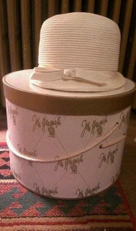Vintage AMY Of New York / John Wanamaker Ladies Hat And Hat Box In White