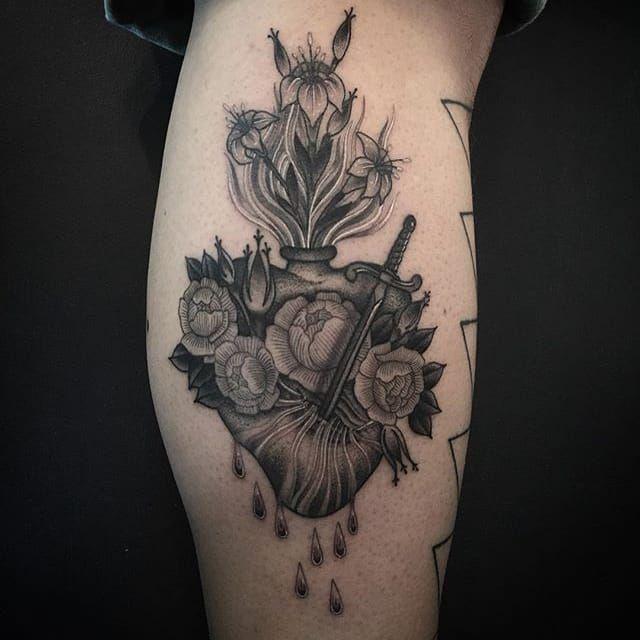 Sacred Heart. (via: @zacscheinbaum) blackandgrey sacredheart zacscheinbaum