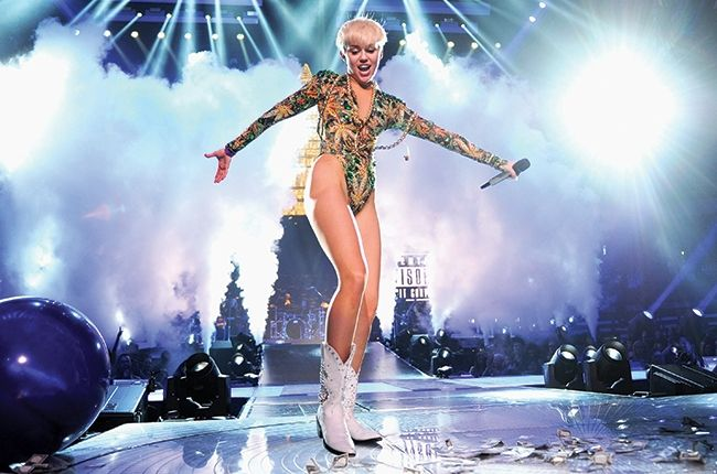 12 Crazy Pictures of Miley Cyrus on Tour- See More at: http://www.trend-junky.com/4016/12-crazy-pictures-of-miley-cyrus-on-tour/?r=smp100sn