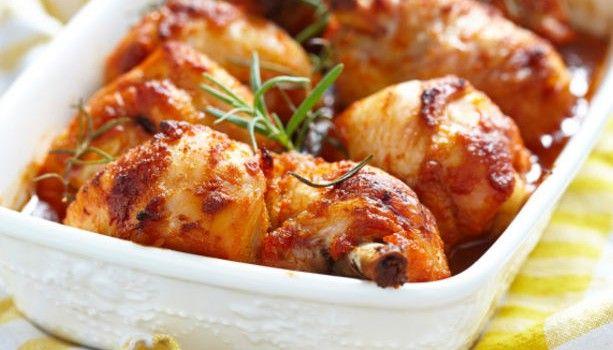 Μπουτάκια κοτόπουλου με πικάντικη σάλτσα στο φούρνο