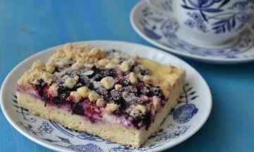 Kysnutý koláč s drobným ovocím