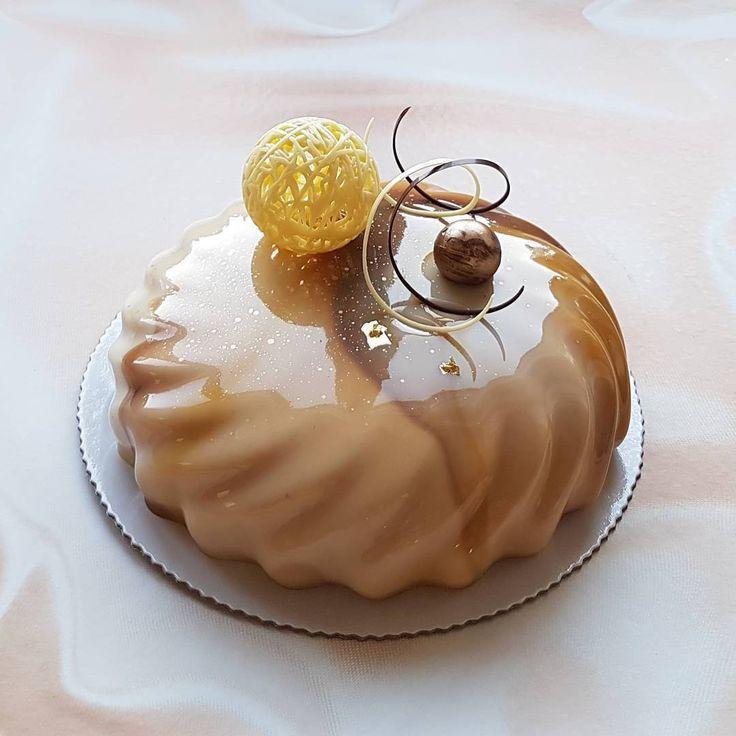 """Доброго дня! Последние пару мест на мой МК, который состоится 12-14 мая, в Алматы, следующие МК будут уже после летних каникул, осенью и с новой программой, так что, кто хочет именно на эту программу #присоединяйтесь и #пофеячим🤘  ПРОГРАММА КУРСА👇 ✔Торт """"Красные ягоды – йогурт"""", бисквит Эммануэль, хрустящий слой, желе из красных ягод, мусс с белым шоколадом и йогуртом. ✔Торт """"Клубничный мохито"""", лаймово-мятный бисквит, клубничный кули, кремю с мятой, мусс с лаймом и белым шоколадом. ✔Торт…"""