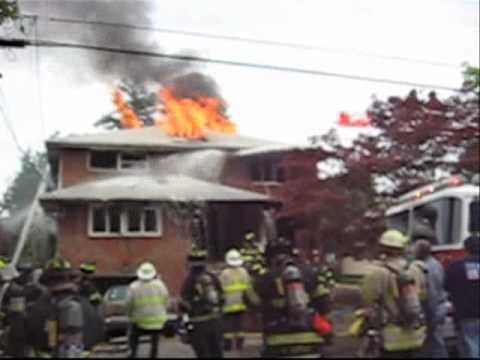 FLASHOVER, Firefighter close calls. Lodi NJ 175 St.Joseph's Blvd 6-4-09