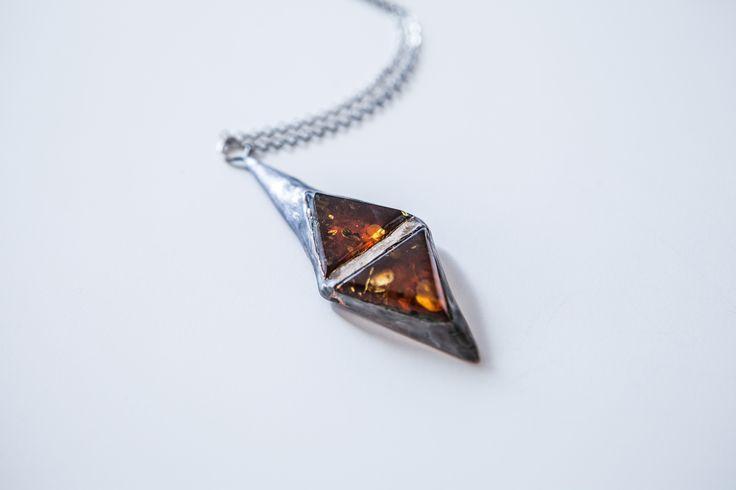Amber pendant. Design by Ok's Box for russian-amber.ru  Подвеска с янтарем. Автор: Ok's Box для russian-amber.ru