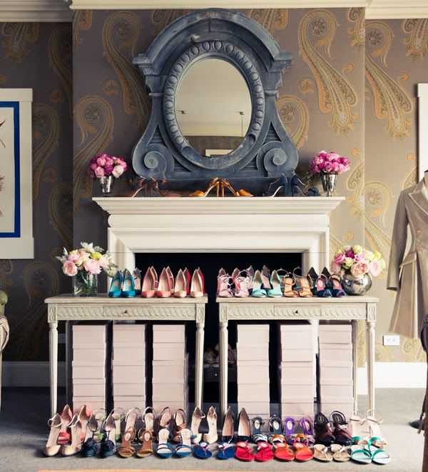 VINTAGE & CHIC: decoración vintage para tu casa · vintage home decor: Sarah Jessica Parker, zapatos y un aparador naranja · Sara Jessica parker, shoes and an orange credenza