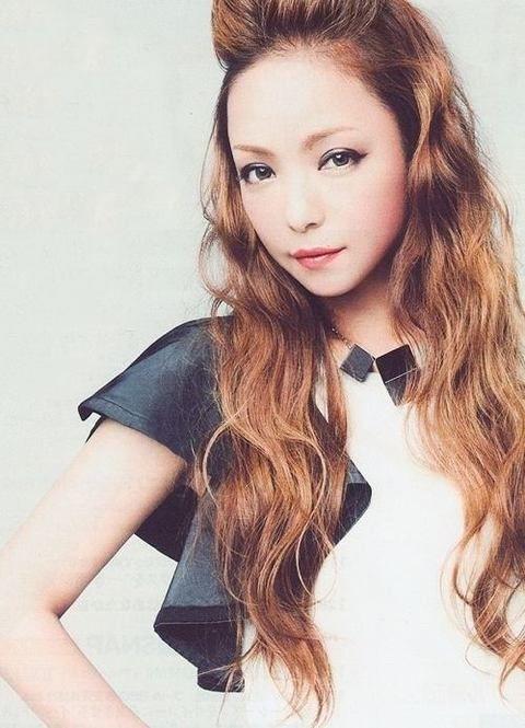 ウェービーなポンパドールスタイル♡ ダンスパフォーマンス用のヘアスタイル 髪型・アレンジ・カットの参考に☆