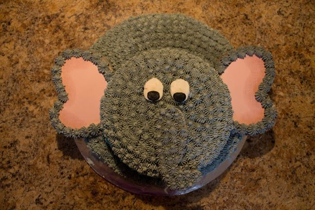 Looking for a cute idea for your kid's birthday cake? Make an elephant cake!
