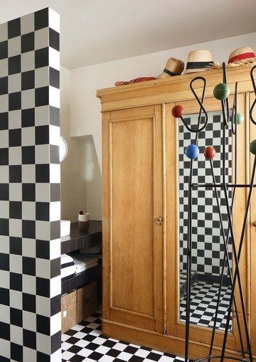 henriette jansen cramique son appartement intimiste au fminin with lino noir et blanc damier. Black Bedroom Furniture Sets. Home Design Ideas