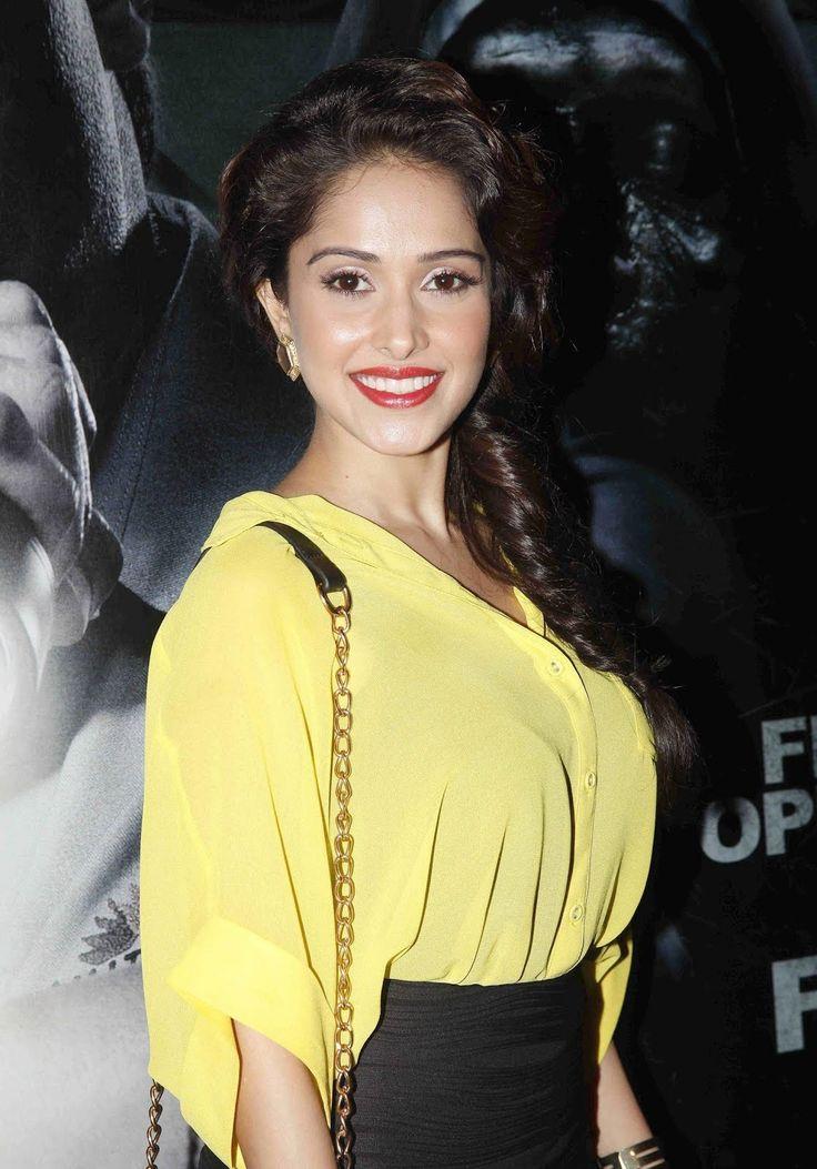 Sonu Ke Tittu Ki Sweety actress Nushrat Bharucha Sexy & HOT Photos | Height, Weight, Age, Affairs & More - HD Photos