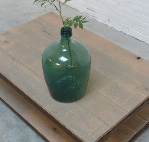 Groene flesvazen en unieke industriële salontafels met eiken werkbladen