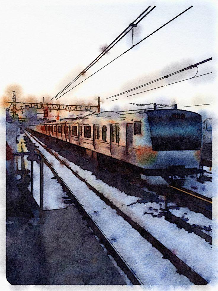 夕日が反射する中央線の車両。阿佐ヶ谷駅にて。