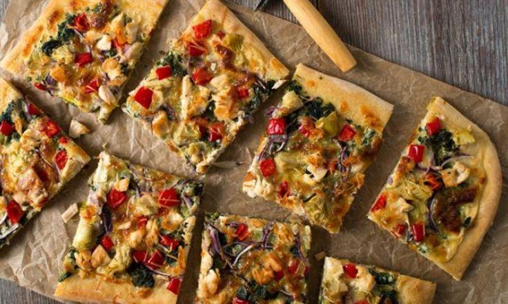 Cette pizza est idéale comme souper rapide du vendredi soir ou excellente pour servir aux amis et à la famille lors d'une rencontre décontractée.