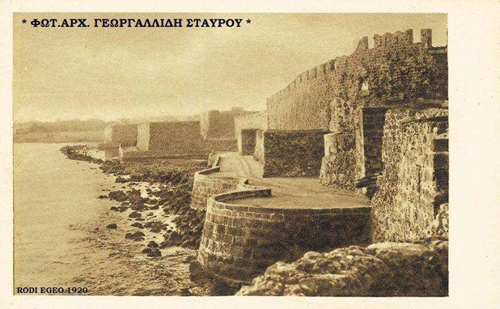 Η ΡΟΔΟΣ ΤΟΥ ΧΤΕΣ  Άποψης της παραλίας του Κόβα καρτ ποστάλ του 1920 το κέντρο δεν έχει κτιστή ακόμα .. — στην τοποθεσία ΡΟΔΟΣ 1900 - 1971 ..