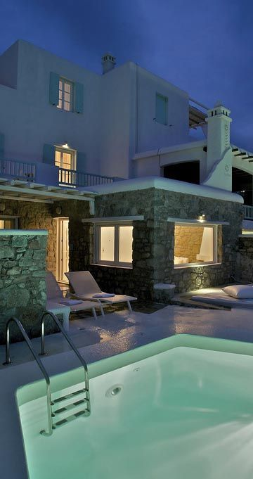 Bill & Coo Suites and Lounge in Mykonos http://www.mediteranique.com/hotels-greece/mykonos/bill-coo-suites-and-lounge/